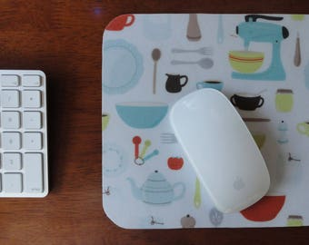 Mouse Pad for Cooks // Gifts Under 15 // Fun Desk Accessories // Gifts for Cooks // Gourmet Gifts // Retro Kitchen Tools and Gadgets