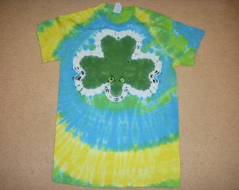 SALE - S tie dye tshirt green shamrock, small