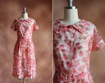 VENTE / pure rose & vert floral en mousseline de soie années 1950 plissée robe avec col / taille s