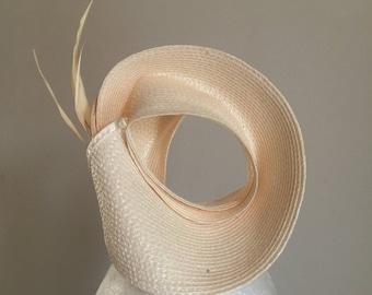 Circular straw fascinator