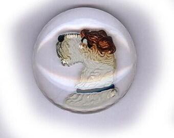 Vintage en verre cabochon en verre transparent à facettes au dos est taillé avec un cabochon en verre inverse terrier peint clair voir à travers