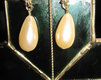 Vintage GORGEOUS Gold,Crystal & White Faux Pearl Teardrop Stud Earrings.....#8395