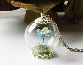 Light Blue Flower Terrarium Necklace, Terrarium Jewelry, Botanical Jewelry, Gemstone Bottle Pendant Dried flower necklace Real plant