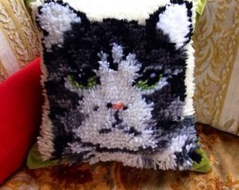 Vintage cat rug velvet pillow cover