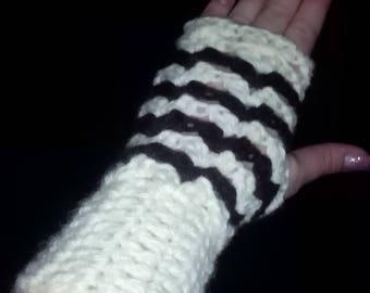 Crocheted Mitinki cool weather.