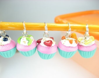 Fruit Cupcake Stitch Markers (Set of 5), knitting stitch markers, gift for knitters, food cupcake charm, strawberry, polymer clay, food gift