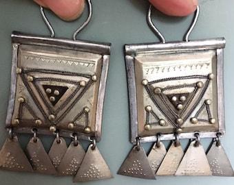 Pair of Old Tuareg Tscherot Head Ear Filigree Ebony Decoration Pendants with Triangle dessin and Dangles, Tuareg Tribe  Hoggar, S Algeria