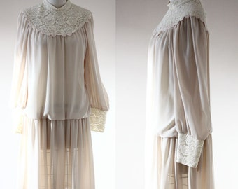 1970s tan lace dress // 1970s does 1920s dress // vintage dress