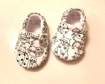 Cat Baby Booties ( prints may vary), Crib shoes, Cat Baby shoes, Baby Moccasins, Baby Gift, Baby shower Gift