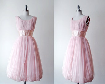 pink party dress. 1950's chiffon dress. full dress. girly prom dress. vintage 50's pink dress.