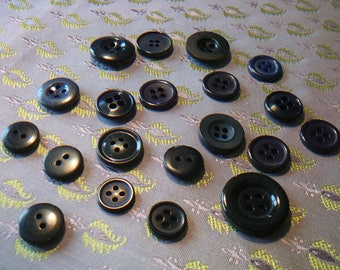 20 buttons in plain black/Navy 2 or 4 holes for scrapbooking / sewing / customization / embroidery.