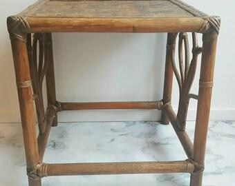 Vintage - table en rotin - rotin tableau - des années 70 de table - table d'appoint - petite table - table de chevet - bungalow de style - style de maison de plage