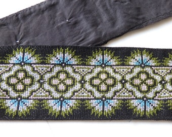 """VINTAGE Hmong Hill Tribe hand made cross stitch work for clothing, bags, accessories, 33""""/85cm piece of hand sewn Thai cross stitch, VINTAGE"""