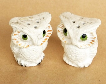 Vintage tiny Owl Salt and pepper shakers
