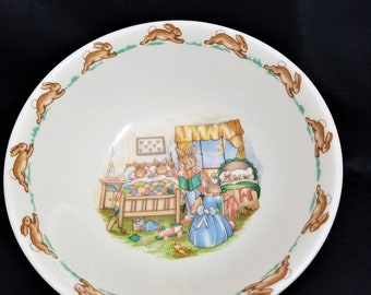Royal Doulton Bunnykins Cereal Bowl with Parents Putting Their Little Ones to Bed, 1937 to 1953, Porcelain Bunnykins Bowl made in England