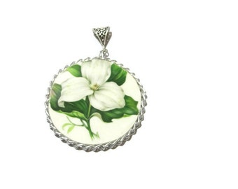 White Flower Pendant, Broken China Pendant, Broken China Jewelry, White flower, Flower girl, Bridal Jewelry, Floral accessories, Flowers