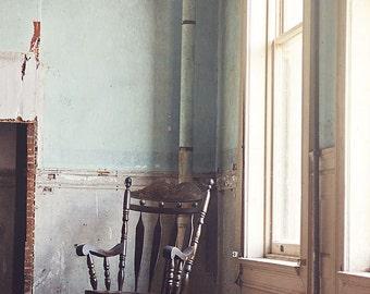 Ancienne photographie de chaise à bascule, impression d'Art chambre d'enfant, chaise Vintage Photo, Urban Decay, grande décoration murale Art, Vintage Rocking Chair