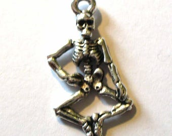 6 MB234 26x13mm silver skeleton charms