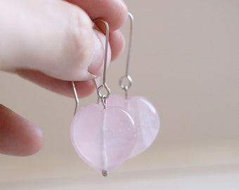 Love in Pink. Sterling silver earrings with pink quartz beads. Quartz dangles, heart dangles, Pink hearts, dangle earrings, pink quartz.