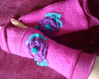 Womens Fingerless Gloves pattern with flowers PDF