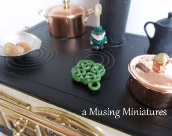 Enameled Celtic Knot Trivet in 1:12 Scale for Dollhouse Miniature St Patrick Kitchen Diorama