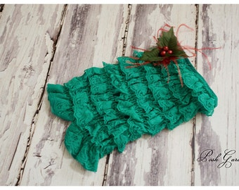 Christmas pettiromper. Green pettiromper with berries and feathers