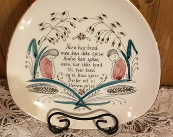 Vintage Collectible Triangle Plate with an written message in Norwegian