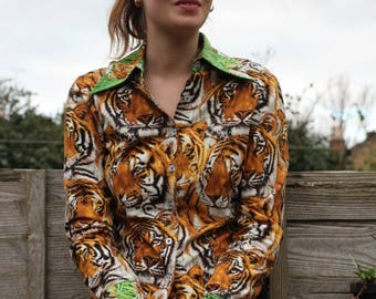 Buttoned blouse tiger pattern
