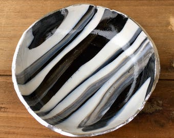 Black and White Clay Ring Bowl