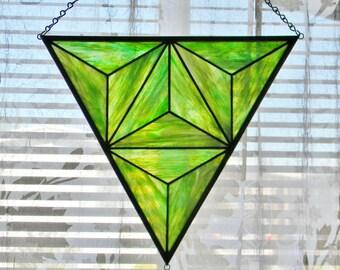 Geometrische Fenster aus Buntglas in schillernde grün - bereit, Schiff
