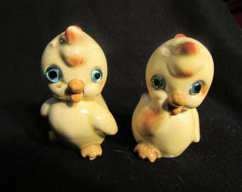 Cute Chick  Salt and Pepper Shakers, Made in Japan  (1515)