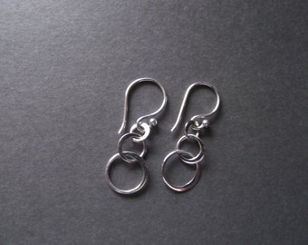 Three Circles Earring, Interlocking Circles, 3 circle, Sterling Silver, Eternity, Family, Past, Present, Future, Rings. SATURN  Earring