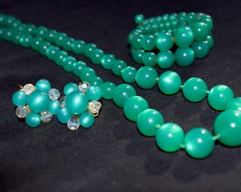 Teal green moon glow multi strand memory wire bracelet, necklace and earring set. Green lucite. Full parure.