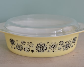 Vintage Pyrex Pressed Flowers 2.5 Quart Oval Casserole Dish With Lid Yellow and Black