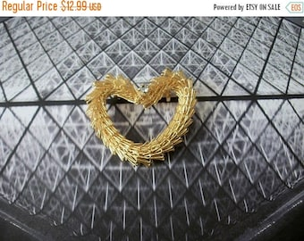 ON SALE Vintage Artisan Wired Flexible Very Sturdy Gold Tone Metal Clear Rhinestone Pin 32517