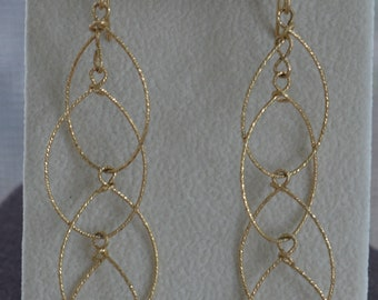 Gold tone Interlocking Teardrop Pierced Earrings, Delicate, Dangle, Vintage (TB401)