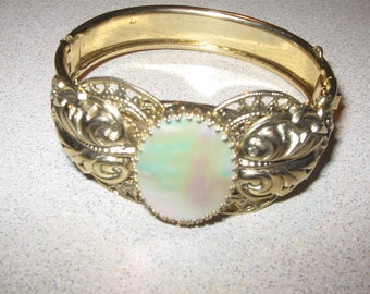 Gold tone and Faux Mother of Pearl Braceelt Vintage Costume Jewelry #5620