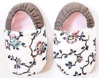 Oriental Bloom soft sole baby shoes, Soft sole baby booties, Baby Moccassins, Infant Crib Shoes