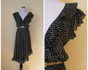 70s-80s dotted dress. Summer dress, day to dance floor fab flowly ruffled dress. Deep V bodice front and back, asymmetrical hem. Size M.
