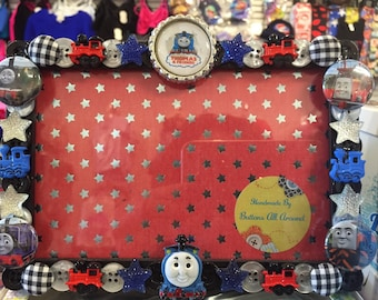 Thomas & Friends button picture frame, displays 4 x 6 photo