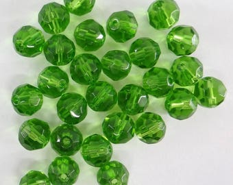 glass faceted 8 mm Green dark pvc046 38 beads