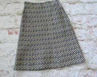 petit de la jupe rayé taille haute vintage des années 70 1970 midi longueur preppy ère du centenaire école équipée polyester fille hipster