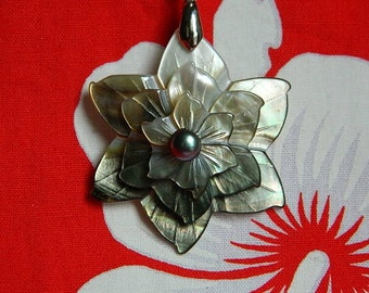 Mother of Pearl pendant and freshwater pearl