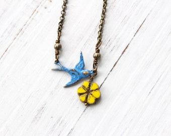 Collier oiseau et fleur, collier oiseau bleu, collier de fleurs jaunes, style bohème, collier, collier nature, cadeau pour amoureux de la nature