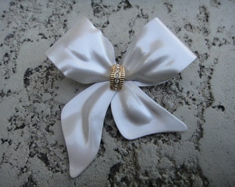 Vintage Beautiful Brooch Pin Pendant Bow Ribbon with Rhinestones in Center of Brooch