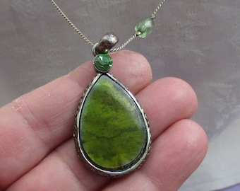 Retro Green Teardrop Beaded Necklace Patina