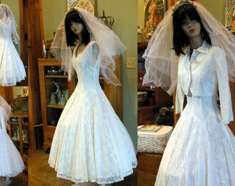 Stunning all lace vintage 50s 60s wedding dress sweet cupcake small