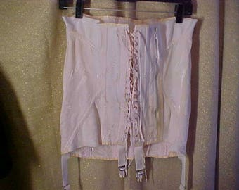 """Vintage 40s Pink Gridle, front  Lacer, with zipper and boned.  Waist 35""""  #3159"""