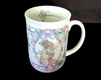 Vintage Precious Moments mug-cup for grandmothers 'Grandma is love' 1997, by Enesco
