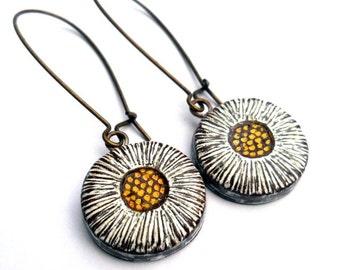 Rustic Daisy Dangle Earrings, Boho Daisy Earrings, Daisy Drop Earrings, White and Yellow Flower Earrings, Flower Dangle Earrings